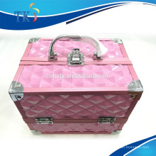estojo cosmético de alumínio rosa com alça
