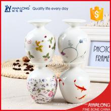 Jarrón pequeño de la porcelana de la vajilla de la alta calidad / jarrón bonito de la decoración del sitio de la configuración de la tabla