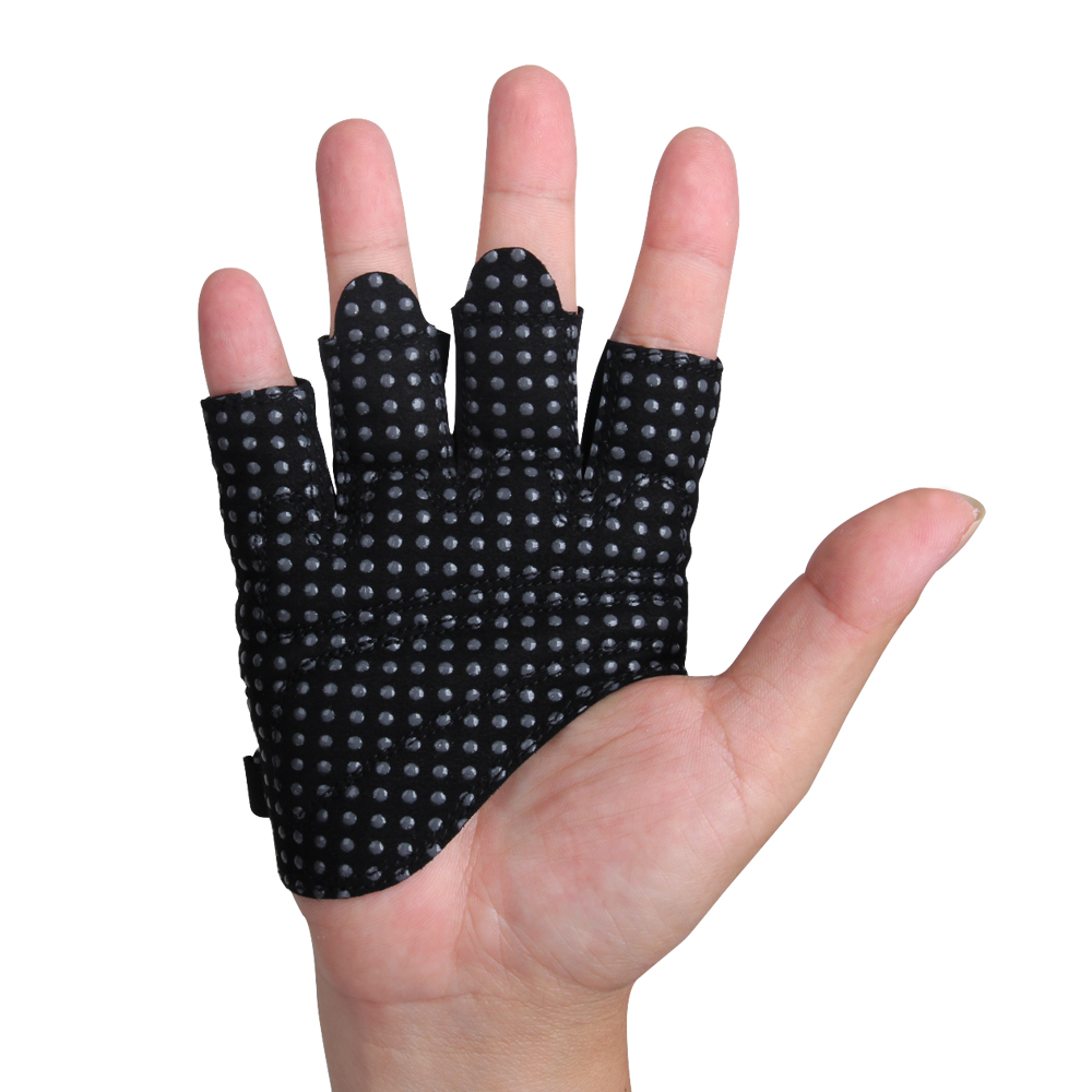 Black simple gloves