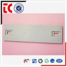 Pièces de moulage sous pression en aluminium célèbres en Chine / adc12 pièce moulée en aluminium / plaque d'équipement peinte en blanc
