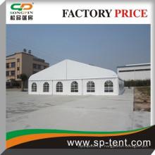 Tente courbe de tennis en aluminium de 25x50m en structure en aluminium avec toit transparent et paroi latérale
