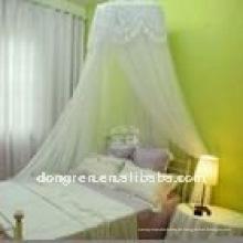 Mädchen hängen Bett Baldachin