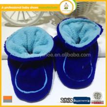 2015 el mocasín suave suave del bebé de la conveniencia superventas calza los zapatos calientes de la tela del bebé del invierno