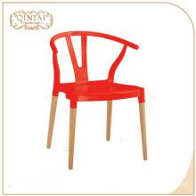 Gros pas cher look scandinave style nordique en plastique jambes en bois pieds de café chaise de repos