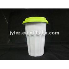 Caneca de tarja dupla com tampa de silicone