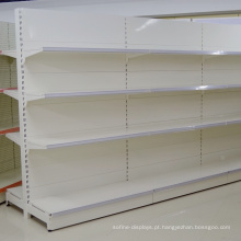 Prateleira do armazenamento da exposição dos bens da gôndola da cara do dobro do supermercado do metal