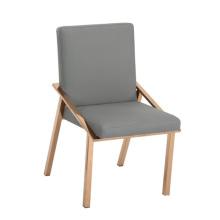 luksusowe krzesło z nierdzewnymi nogami