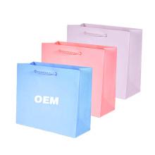 Bolsa de papel impresa aduana famosa del regalo de la marca que hace compras