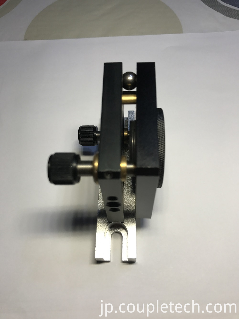 Two dimensional adjusting mount for crystal