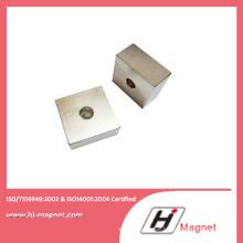 Kundenspezifische NdFeB Blockmagnet mit Loch mit starker Kraft