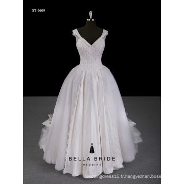 2017 Nouvelle robe de mariage à bas prix Robe de mariée à encolure en dentelle avec décolleté de portrait