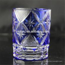 vidro de corte decorativo azul para beber