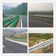 Ce Certificat DIP Chaud Galvanisé Coché W Beam Highway Guardrail Construction