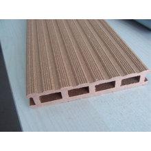 Perfil composto de madeira-plástico que faz a máquina