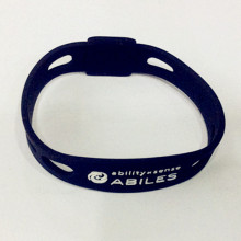 Coole Jungs Populäres Debossed Silikon Wristband China Manufacture