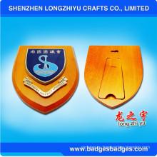 Награда Щит с древесным налетом с индивидуальной металлической пластиной