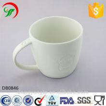 Caneca de café cerâmica branca em branco logotipo personalizado com diaglyph