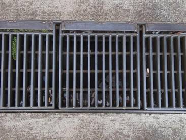 swage-locked-grating-trench-cover