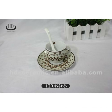 Фарфоровая чашка с блюдцевым фарфором