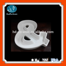 Plato de cerámica blanca de cerámica, platos, alfabeto de cerámica, plato de carácter