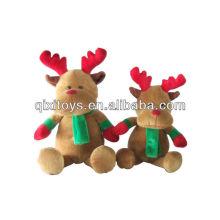 renne en peluche de Noël avec écharpe verte et accessoires de gants rouges