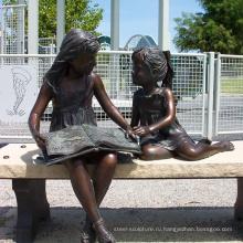 Бронзовая Девушка, Читающая Статуя