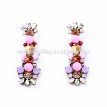 Las muchachas lindas encantadoras hermosas rosadas caen pendientes pendientes del diseño de la manera