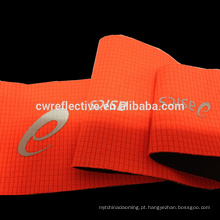 incandesça nas etiquetas reflexivas escuras da transferência térmica para a roupa