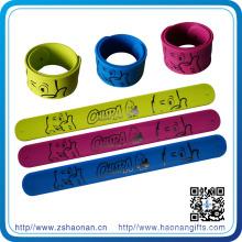 Bracelet promotionnel en caoutchouc de silicone de haute qualité avec propre logo