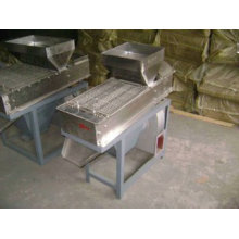 Dry Peanut Peeler Machine Of Selecting With Steel Rollers For Peanut Kernel