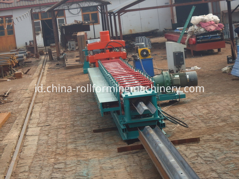 Super Quality Fully Automatic Highway Guardrail Metal Sheet Making Machine, Cold Roll Forming Machine