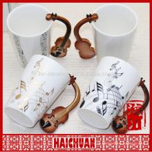 Музыкальная кружка с музыкальными символами и ручкой
