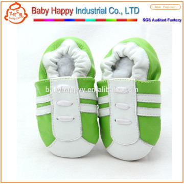 Обувь для новорожденных в мягкой кожаной обуви для девочек.