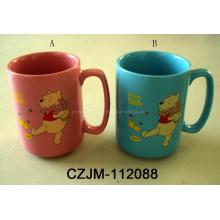 Keramische Tasse mit Cartoon-Druck