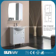 Pavimento em piso frio com MDF com armário com espelho