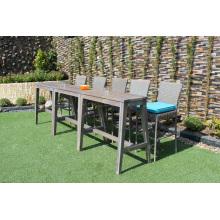 Schlankes Design Polyethylen Rattan Bar Set mit 2 Stühlen und Akazien Holztisch für den Außenbereich