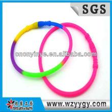 Nouveau bracelet silicone coloré pour enfants, bracelet silicone bon marché de la pellicule
