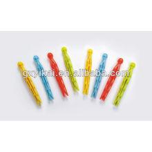 Cabide de roupas colorido e clipes, plástico peg