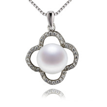 Clover Shaped Shining Zircon Natural Vintage Pearl Pendant