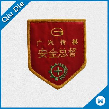 Personalize remendos bordados com merrow para promoção