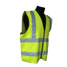 Chaleco de seguridad amarillo de alta visibilidad con rayas reflectantes.