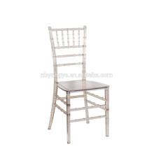Chaise empilable chiavari en résine monobloc colorée