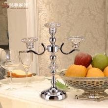 Soporte de vela decorativo del metal de tres cabezas del diseño popular del tabletop con el sostenedor de vela de cristal