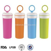 Bouteille de boisson en plastique de sport avec la poignée