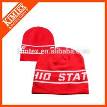 Bonnet de l'équipe de sport rouge jacquard