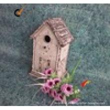 Casa de madera decorativa antigua rústica del Birdhouse