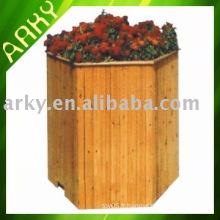 Jardinier de jardin en bois