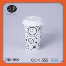Tazas de café impresas de encargo de la cerámica, taza de café con la tapa del silicio