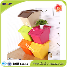 Caja de almacenamiento plástica apilable de tamaño pequeño con tapa abatible