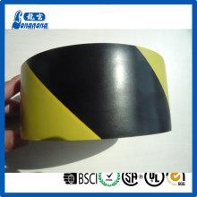 Plancher de PVC noir jaune marquage ruban de signalisation